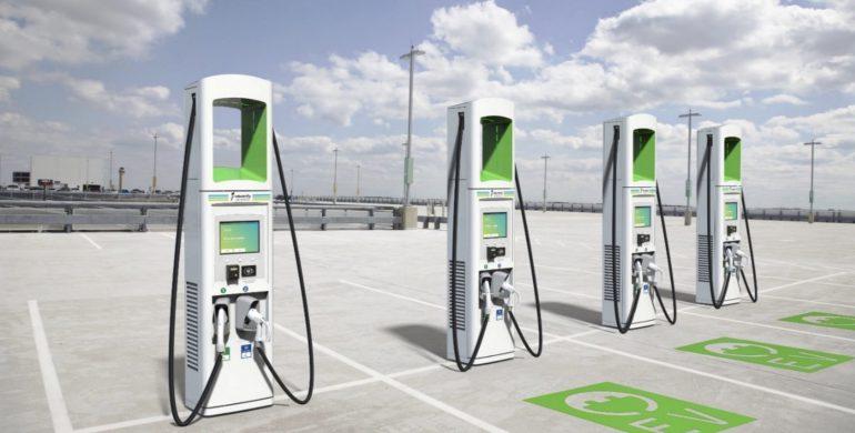 Electrify America установила первые зарядные станции мощностью 350 кВт, но на рынке пока нет совместимых с ними электромобилей