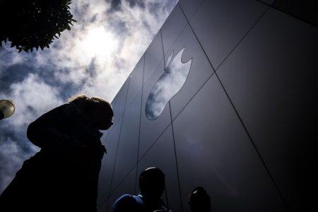 Apple существенно снизила прогноз квартальной выручки в связи с замедлением мировой экономики, падением продаж iPhone в Китае и… дешевой заменой аккумуляторов