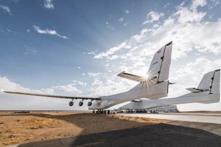 Мегасамолет Stratolaunch установил новый рекорд скорости