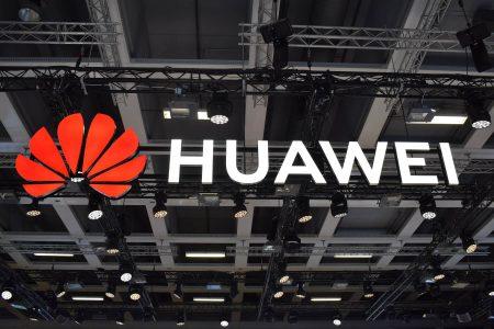 Huawei разжаловала и урезала зарплату сотрудникам маркетингового отдела, которые сплоховали и запостили новогоднее поздравление в Twitter со смартфона iPhone