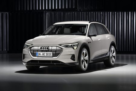 Весной в Женеве Audi анонсирует компактный электрокроссовер в стиле Audi e-tron, который будет конкурировать с Tesla Model Y