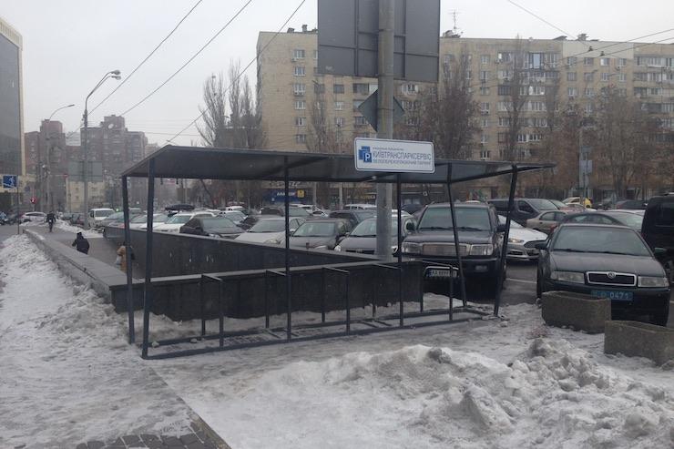 Возле станций киевского метро появились первые бесплатные велосипедные парковки