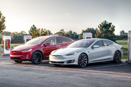Tesla introduced the most affordable versions of the Model S and Model X electric vehicles with 100 kWh batteries, in which part of the capacity was programmatically blocked