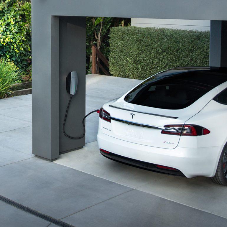 Tesla выпустила новое зарядное устройство Wall Connector стоимостью $500 для прямого подключения к розеткам NEMA 14-50