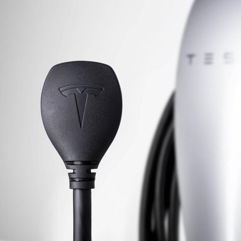 Tesla предложила домашнее зарядное устройство для собственных электромобилей отрозетки