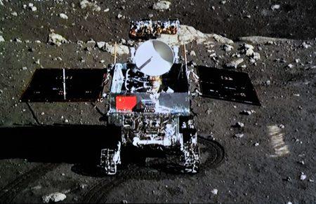 Станция «Чанъэ-4» прислала видео выезда лунохода «Юйту-2» на лунную поверхность