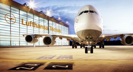 Инженеры Lufthansa Technik создали робота для быстрой проверки приборных панелей самолетов