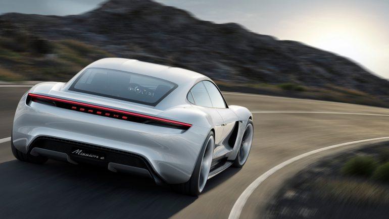 Владельцы электромобилей Porsche Taycan смогут три года бесплатно заряжаться в сети зарядок Electrify America
