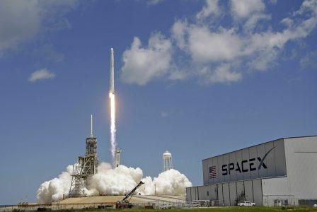 SpaceX сокращает 10% персонала