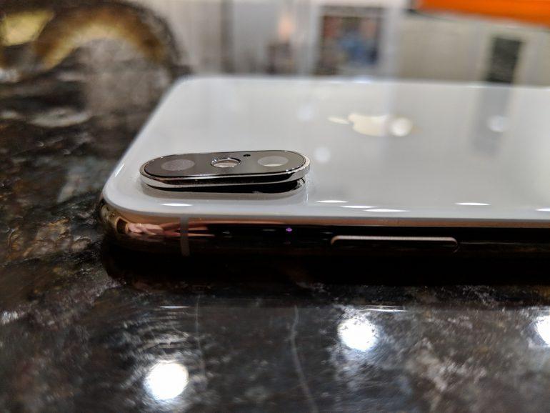 Никогда такого не было... Пользователи iPhone Xs и Xs Max жалуются на трескающееся защитное стекло основной камеры