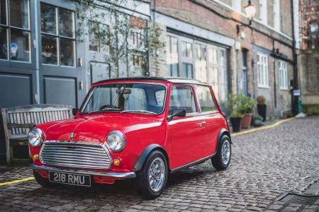 Компания Swindon Powertrain выпустила электрифицированную версию классического автомобиля Mini
