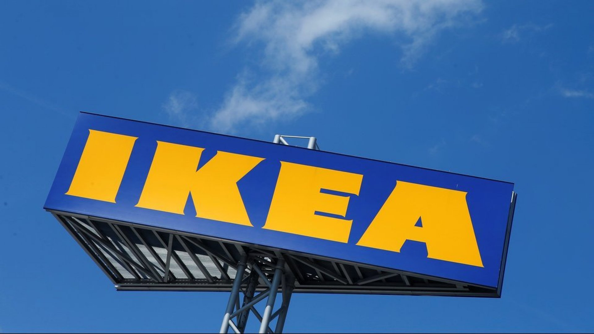 IKEA выпустила сумку сцитатой Ингвара Кампрада