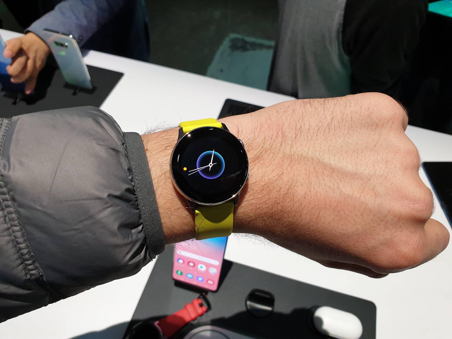 ee5883b4 Galaxy Watch Active - первый взгляд на новые спортивные часы Samsung ...