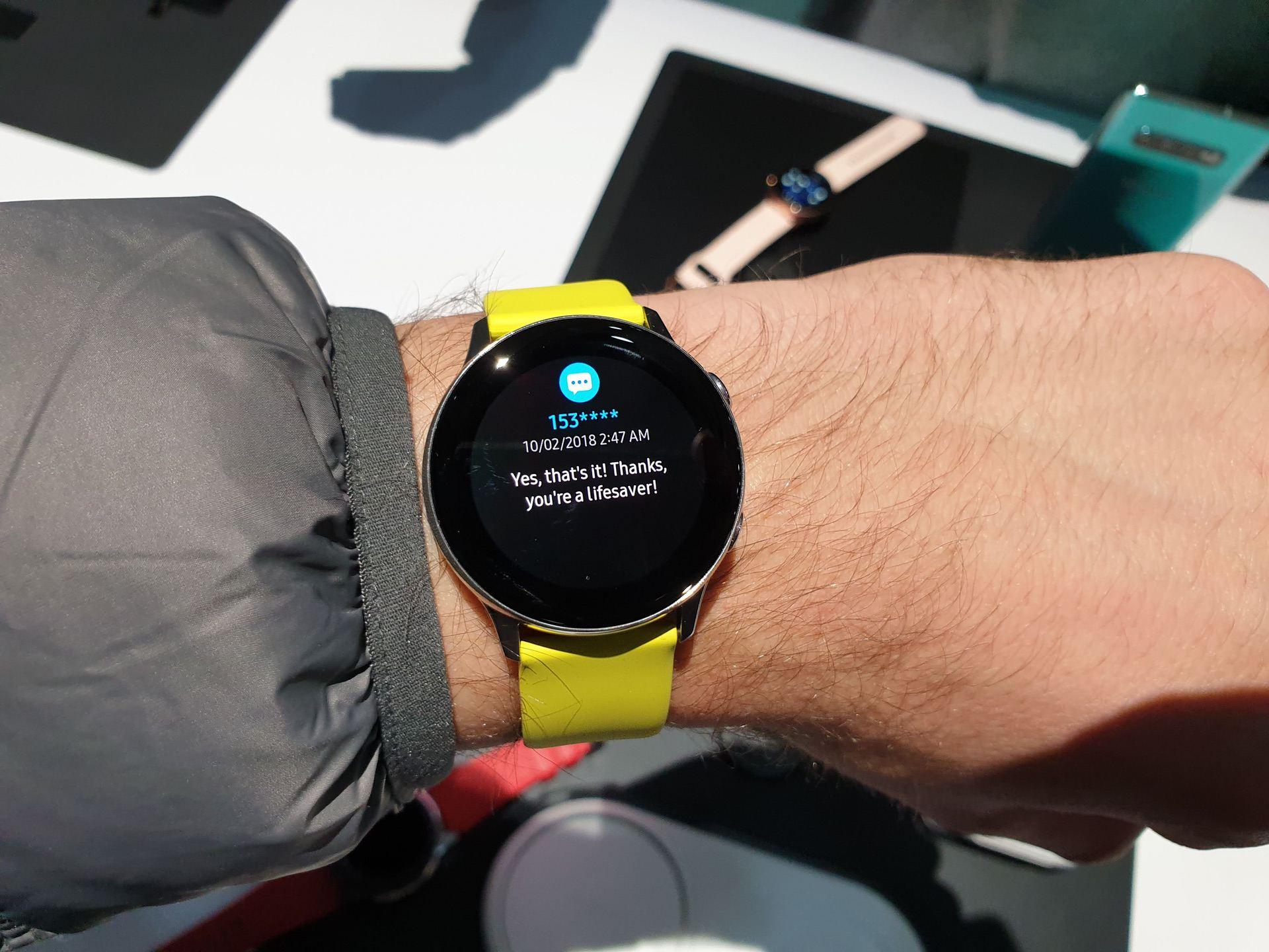 db9a17aa ... Super AMOLED дисплей в Galaxy Watch Active имеет диагональ 1,1 дюйма  при разрешении 360х360 точек. У него красочная цветопередача и широкие углы  обзора.