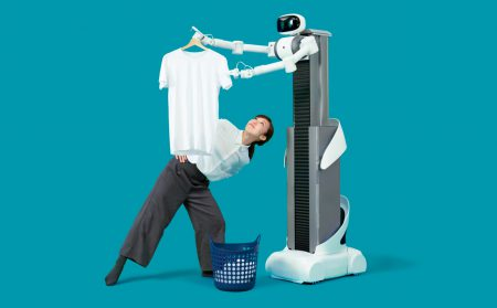 Японские инженеры создали телеуправляемого робота Ugo, который поможет со стиркой