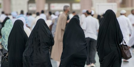 Тим Кук пообещал разобраться с приложением Absher, которое вызвало критику правозащитников из-за возможности контроля перемещения саудовских женщин