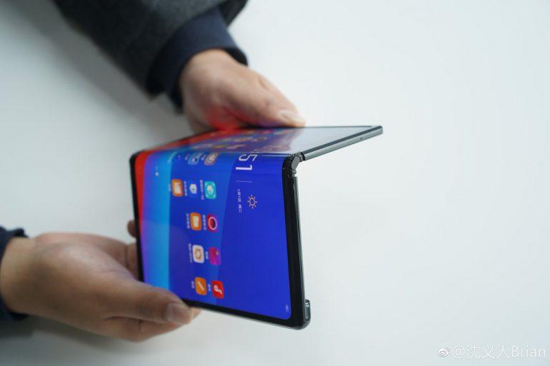 Oppo тоже показала складной смартфон с гибким экраном, который очень похож на Huawei Mate X