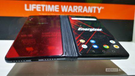 Energizer также представила сгибающийся смартфон — с двумя экранами, Snapdragon 855, 5G и аккумулятором на 10 000 мА•ч. И он почти втрое дешевле Huawei Mate X