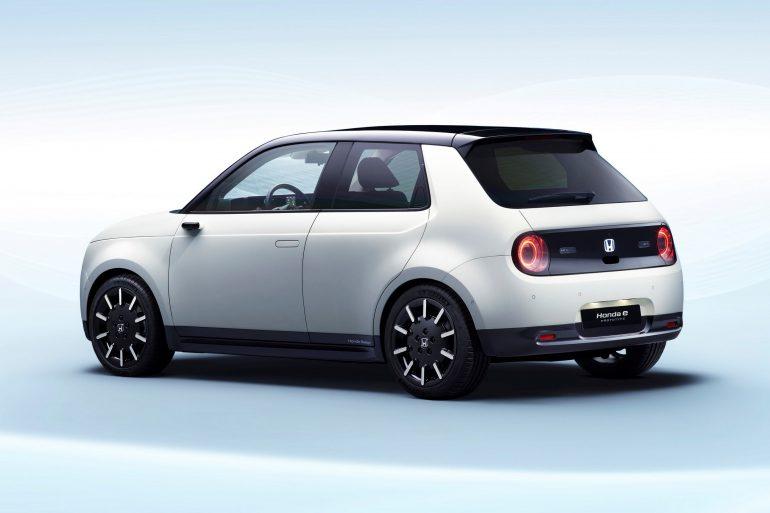 Японцы рассекретили электромобиль Honda e Prototype, он будет четырехдверным, заднеприводным и обладать запасом хода 200 км