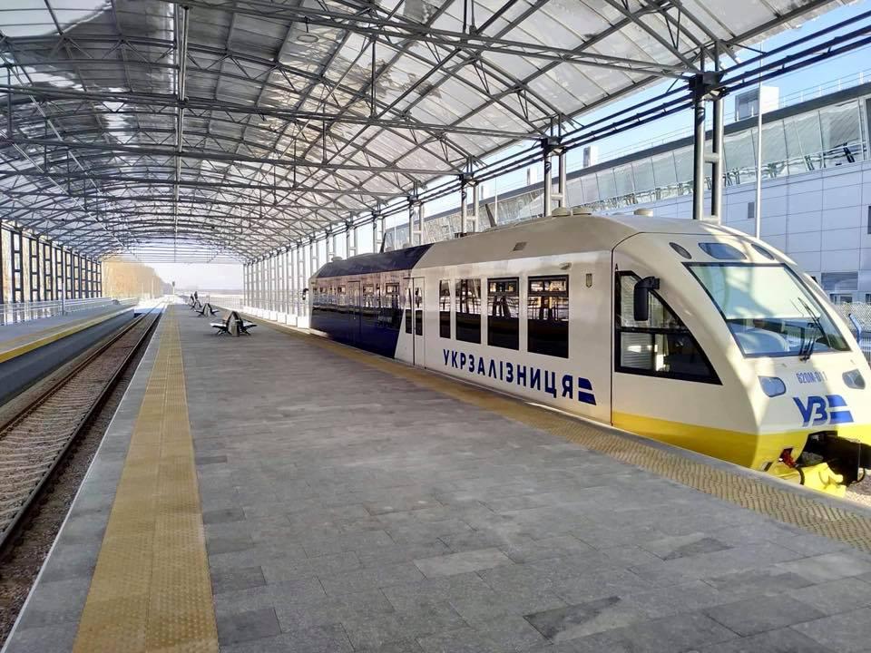 Пассажиры опоздавшего рейса Kyiv Boryspil Express смогут проходить упр