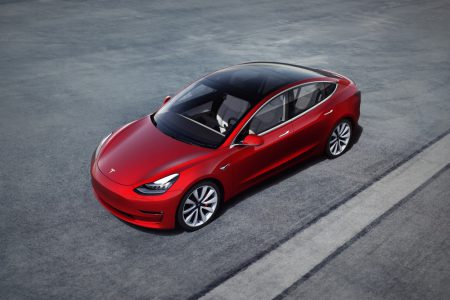 Tesla снизила стоимость всех трех версий электромобиля Model 3 на $1,100, самая дешевая конфигурация теперь стоит $42,900 ($34,850 после льгот)