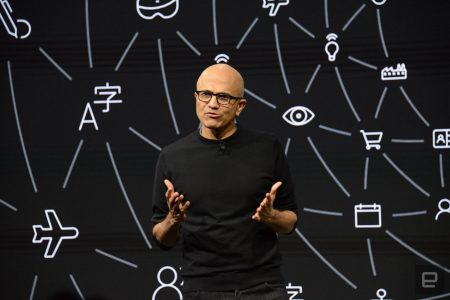 Глава Microsoft выступил в защиту контракта на поставку HoloLens армии США
