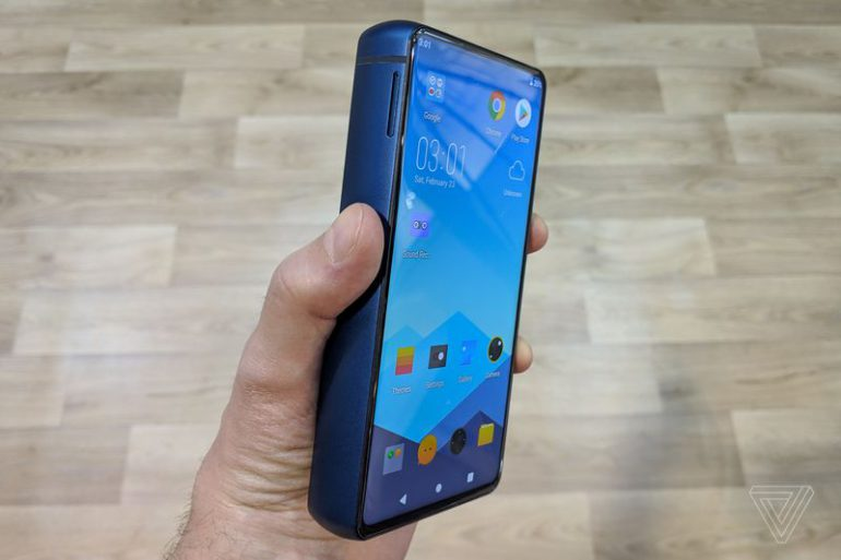 Толщина смартфона Energizer Power Max P18K Pop с батареей на 18000 мА·ч составляет почти 2 см