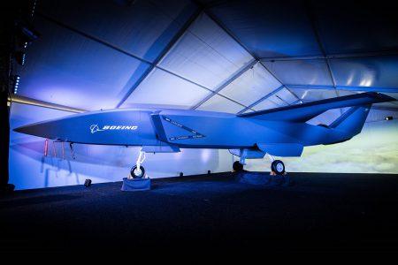 Boeing показал макет беспилотного истребителя, первый полет запланирован на следующий год