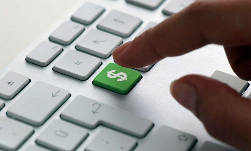 С сегодняшнего дня украинцы снова могут покупать валюту онлайн, некоторые банки уже предоставляют такую возможность