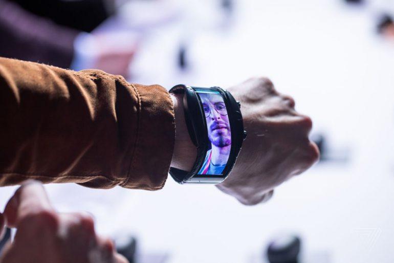 «Смартфон» с гибким экраном Nubia Alpha, который надевается на руку как браслет, выйдет в апреле по цене от 450 евро