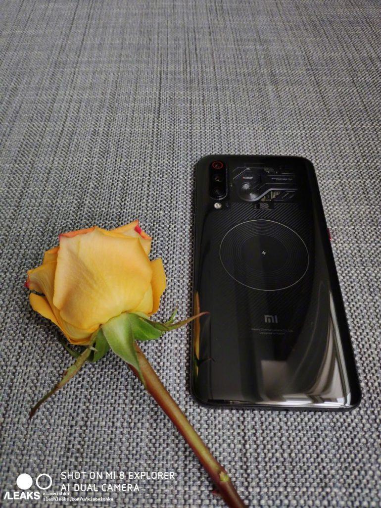 Xiaomi вперше показала новий смартфон Xiaomi Mi 9 з «прозорою» задньою панеллю