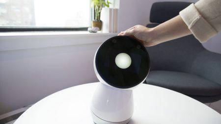 «Однажды, когда роботы станут более продвинутыми и будут у всех, ты скажешь своему, что я передавал привет». Посмотрите, как роботы Jibo прощаются со своими владельцами перед «смертью» ??
