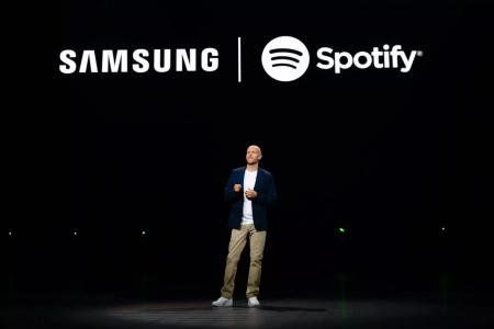 Новые мобильные устройства Samsung отныне будут поставляться с предустановленным приложением стримингового сервиса Spotify