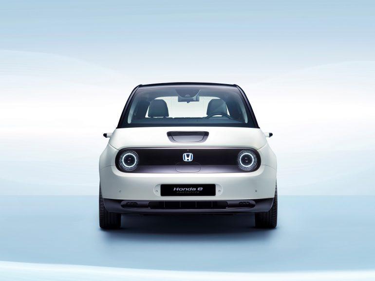 Предзаказы на электрохэтчбек Honda e Prototype стартуют уже в начале лета, а к 2025 году все новые автомобили бренда в Европе будут электрическими [Женева 2019]