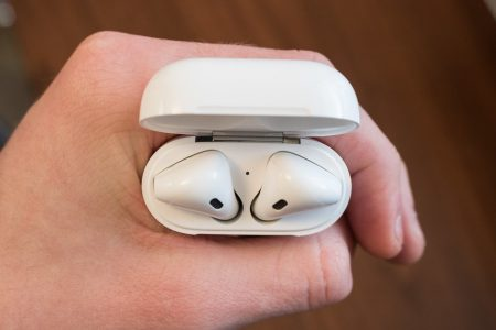 Беспроводные наушники Apple AirPods 2 получат быструю беспроводную зарядку – от 0% до 100% всего за 15 минут