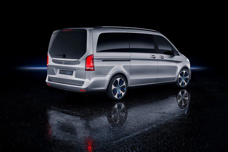 Mercedes-Benz представил электрический пассажирский минивэн Concept EQV с батареей на 100 к¬тч и запасом хода 400 км, серийную версию анонсируют уже в сент¤бре [∆енева 2019]