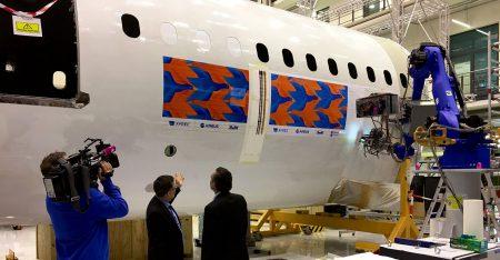 Нидерландские инженеры создали робота для покраски самолетов
