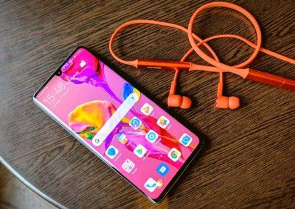 Беспроводные наушники Huawei Freelace можно подключать и одновременно заряжать через USB-C