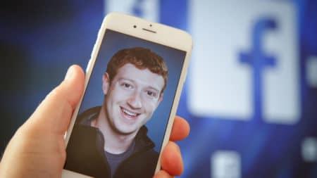 Акционеры Facebook предложили снять Марка Цукерберга с поста главы правления компании