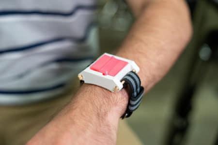 EpiWear — браслет для инъекций, способный спасти жизнь забывчивому аллергику