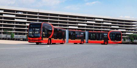 В Китае представили самый длинный электробус в мире, способный вместить 250 пассажиров