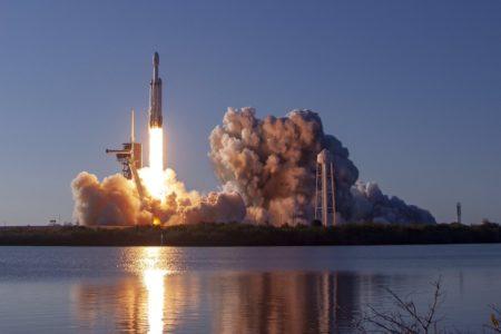 Это 100% успех! SpaceX вернула все три блока первой ступени после первого коммерческого запуска Falcon Heavy со спутником Arabsat-6A