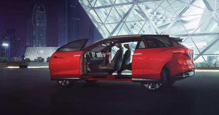 Volkswagen представил полноразмерный электрокроссовер ID. ROOMZZ: пара двигателей на 225 к¬т, батаре¤ 82 к¬тч, запас хода 450 км (WLTP) и серийна¤ верси¤ в 2021 году