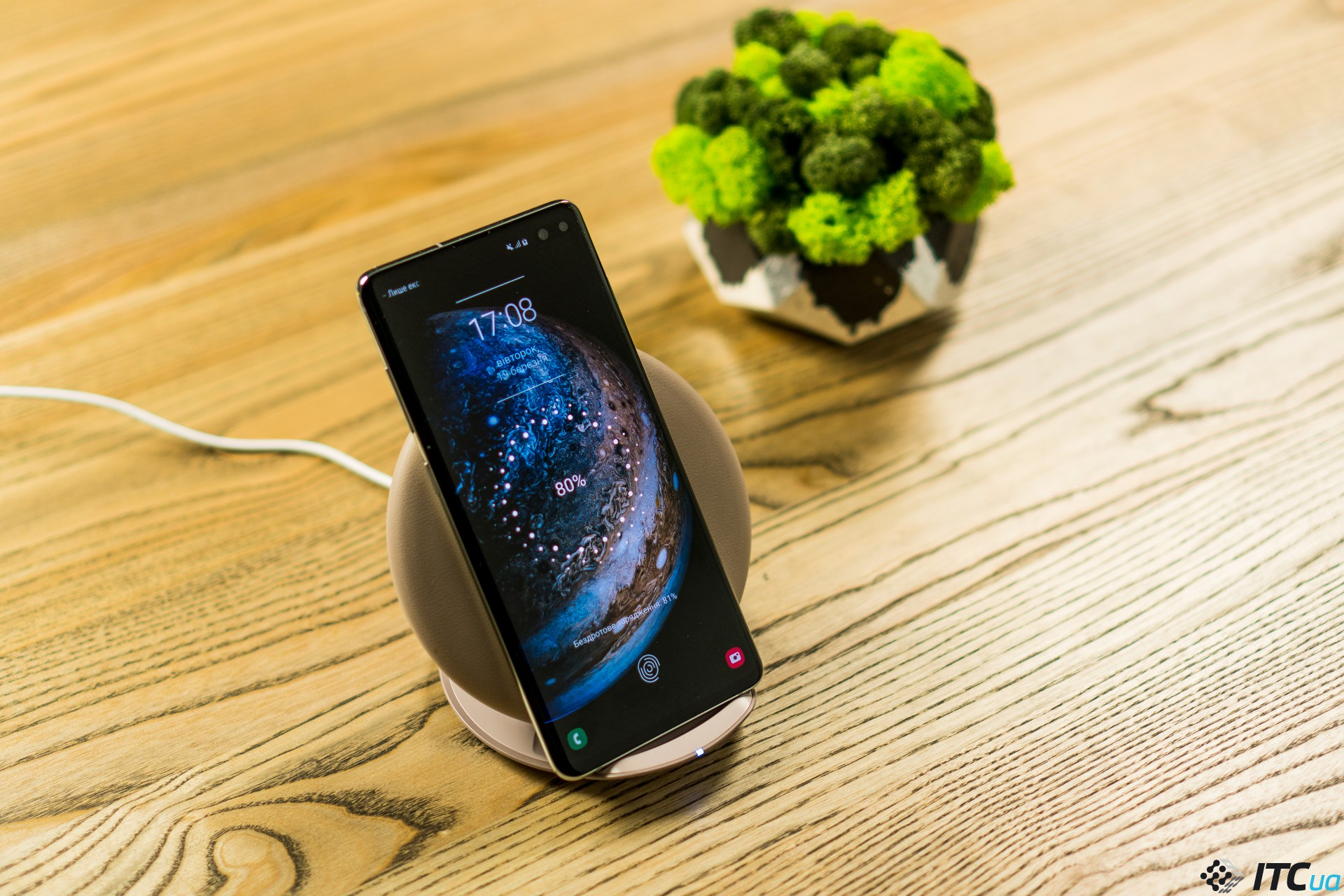 беспроводная зарядка Galaxy S10+