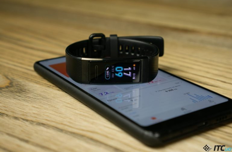 Сегодня в Украине стартовали официальные продажи фитнес-браслета Huawei Band 3 Pro по цене 1699 грн