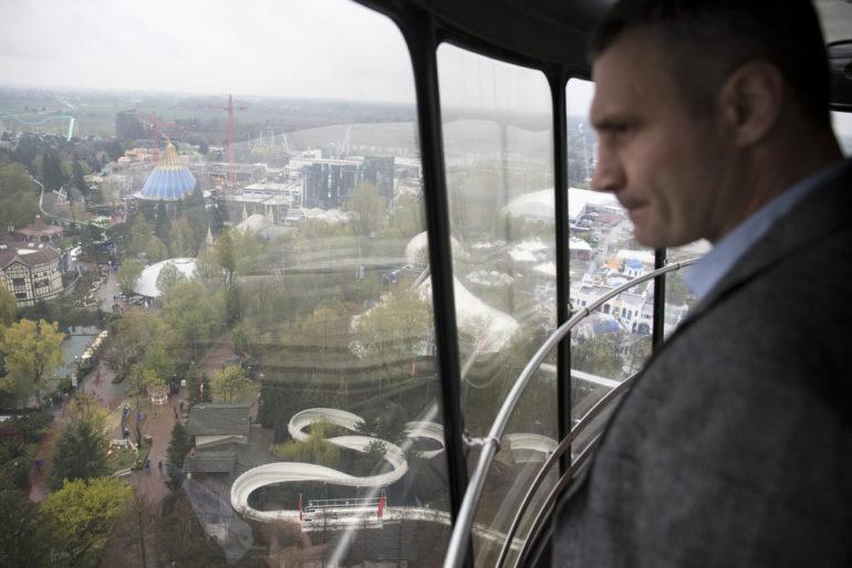 Виталий Кличко собирается построить современный парк развлечений в столичном Гидропарке и уже провел переговоры с немецким Europa-park о привлечении инвестиций