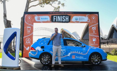 Закончилась самое протяжённое путешествие на электромобиле: дистанция пробега 95 тыс. км, на энергию потрачено $300, 3 года в пути