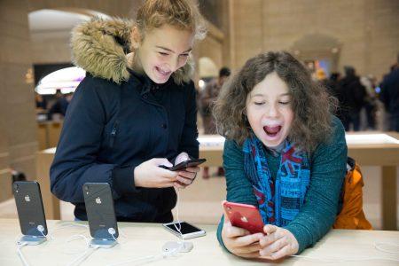 Исследование: 83% американских подростков имеют собственный iPhone, 27% — располагают умными часами Apple Watch