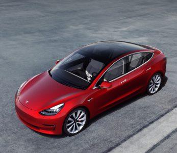 У Tesla впервые за два года упали поставки автомобилей (в квартальном выражении), но компания успокаивает инвесторов, что денег на счету «достаточно»