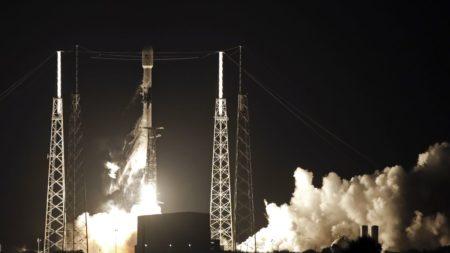 SpaceX успешно вывела на орбиту первые 60 спутников системы глобального интернета Starlink